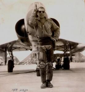 """Nir Yitzhak. """"Refidim"""" (BirGafgafa): I.A.F base in Sinai desert. 1969."""
